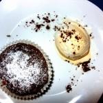 Sposób podania ciepłego muffina widok z góry
