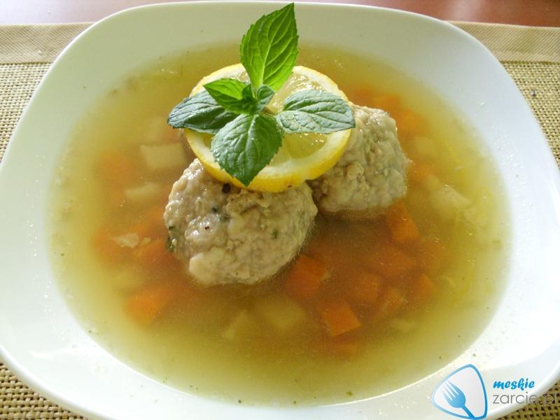 Zupa cytrynowa i klopsiki miętowe - widok z boku